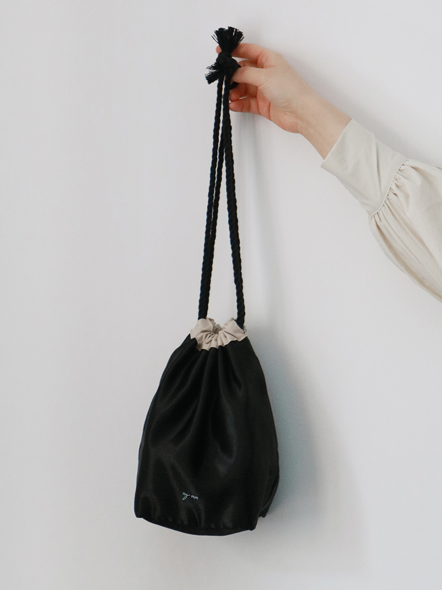 glossy pouch bag _ black
