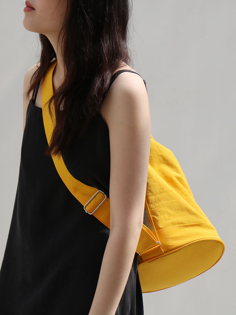 monochrome shoulder bag _ yellow